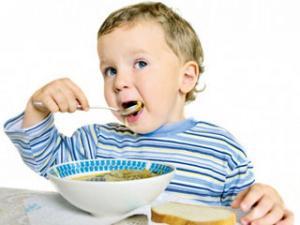 Ребенок подавился во время еды
