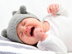Продолжительный плач грудного ребенка - признак травмы головы