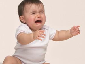 Плач без видимых причин как признак сотрясения мозга