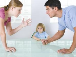 Скандалы в семье – одна из причин гипергидроза