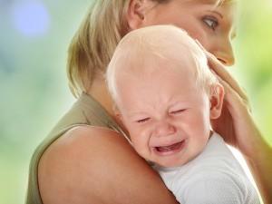 Прорезывание зубов как причина плача