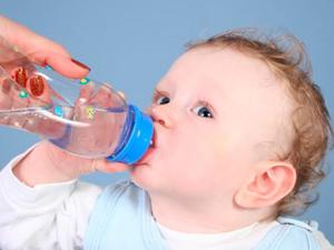 Чрезмерное употребление жидкости - причина отеков