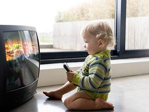 Длительный просмотр телевизора - причина отеков