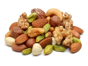 Орехи в рационе мамы - причина запора у грудничка