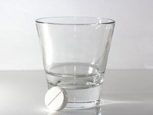 Обязательное запивание препарата водой