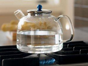 Разведение препарата кипяченой водой перед закапыванием малышам